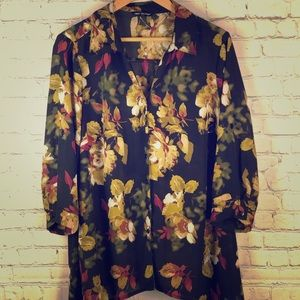 ✨Beautiful Floral blouse with droop sides-1X✨